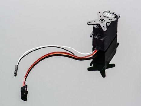 Szervo motor analóg pozíció visszacsatolással - ajándék kiegészítőkkel