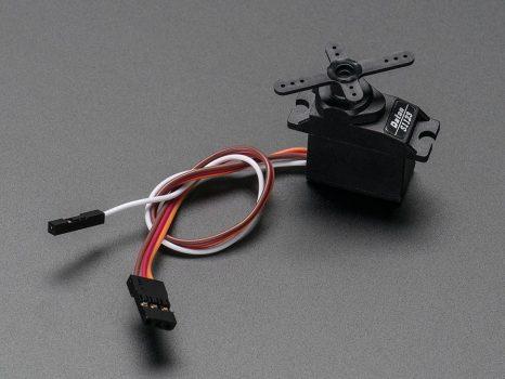 Mikroszervo motor analóg pozíció visszacsatolással - ajándék kiegészítőkkel
