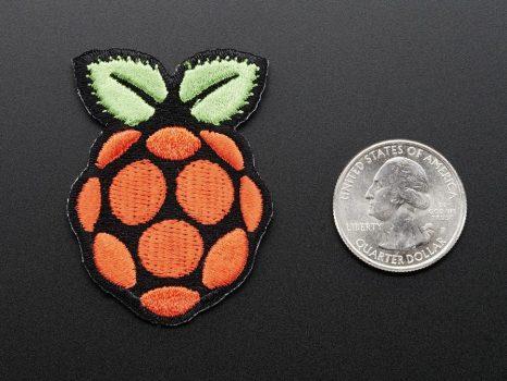 Ruhára vasalható Raspberry PI jelvény