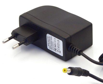 5V/3A hálózati adapter 5,5 x 2,5 x 10 mm-es jack kimeneti csatlakozóval