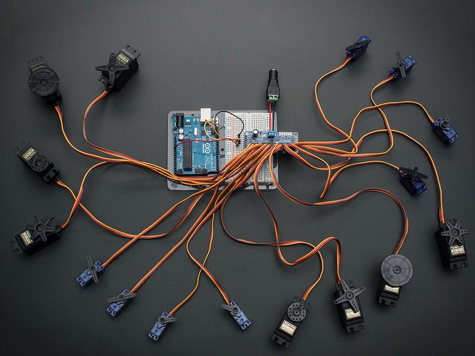 16 csatornás 12 bites PWM/szervó meghajtó I2C interfésszel Raspberry PI-hez