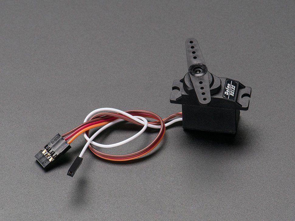 Mikroszervo motor analóg pozíció visszacsatolással - fém fogaskerekekkel
